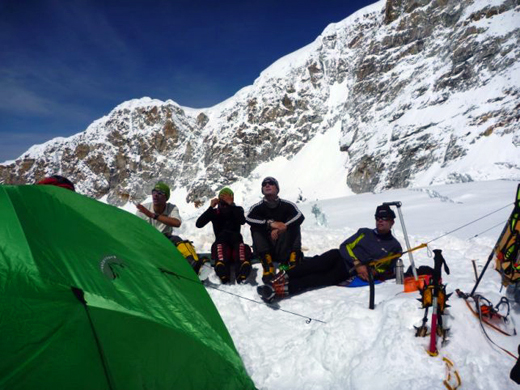 Rest in camp 2 © Ludovic Challeat