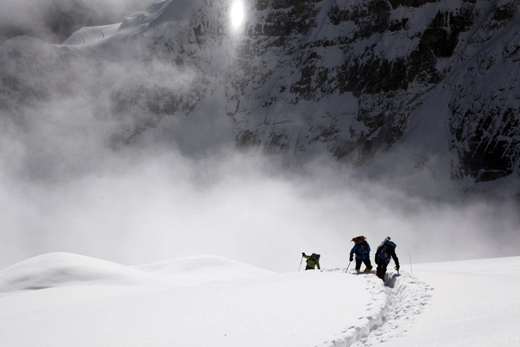 The team going up towards camp 3 (©Ludovic Challeat)